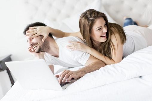 لهذه الأسباب قد تنعدم العلاقات الحميمة بين زوجين