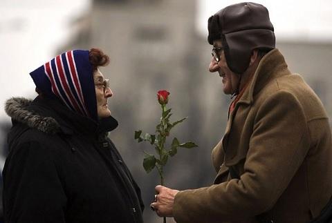 الحب بعد الخمسين يعيد الحيوية ويطيل العُمر