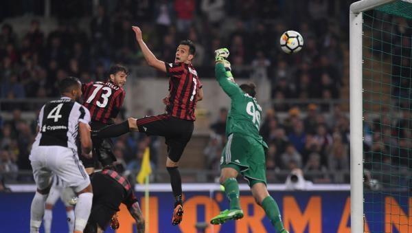 يوفنتوس يضرب ميلان برباعية ويتوج بكأس إيطاليا