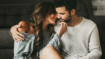 فوائد العلاقة الحميمة في الشتاء وأوضاع جنسية تناسبها