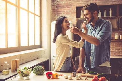 كيف تؤثر الحمية الغذائية على العلاقة الحميمة بين الزوجين ؟