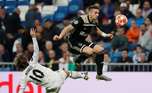 أياكس ينزع تاج أوروبا عن ريال مدريد بفضيحة مدوي