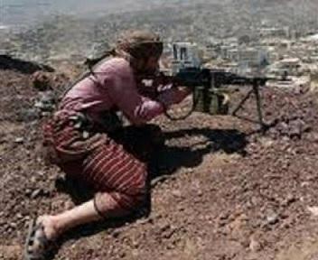 """قناص حوثي يقتل """"يمنية حامل"""" أثناء رعيها الأغنام"""