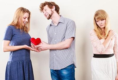 كيف أصبر على خيانات زوجي وأنا لا أريد الطلاق؟!