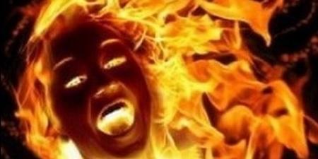 أبلغت عن تحرش مدير المدرسة بها .. فحرقوها حتى الموت