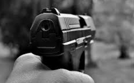 لسبب صادم.. أب يقتل ابنته الطبيبة بـ 11 رصاصة في رأسها