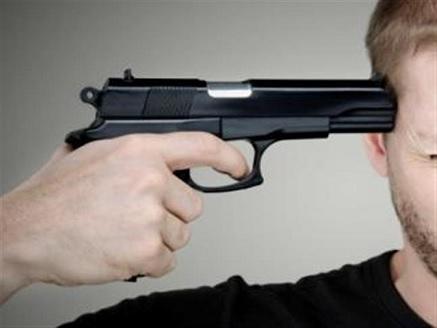 انتحر بطلقة في الرأس.. موظف يقتل زوجته وينهي حياته في السويس