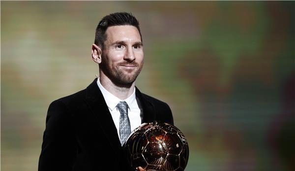 ميسي يتوج رسميًا بجائزة الكرة الذهبية