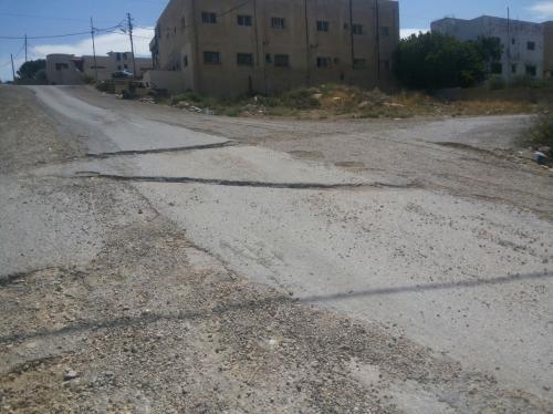 الحفر المنتشرة في شوارع الكرك .. من المسؤول؟
