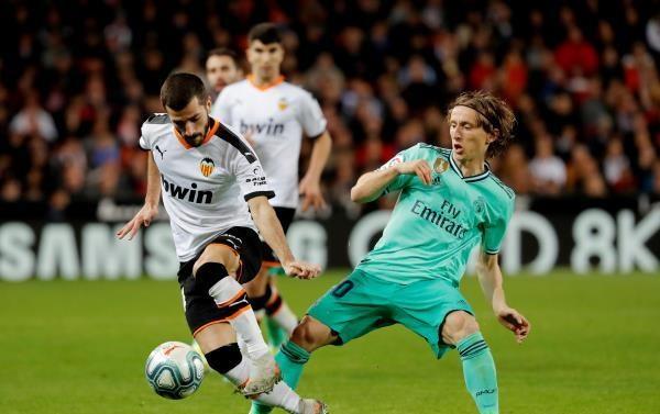 ريال مدريد يرفض الهدية ويكتفي بتعادل قاتل مع فالنسيا