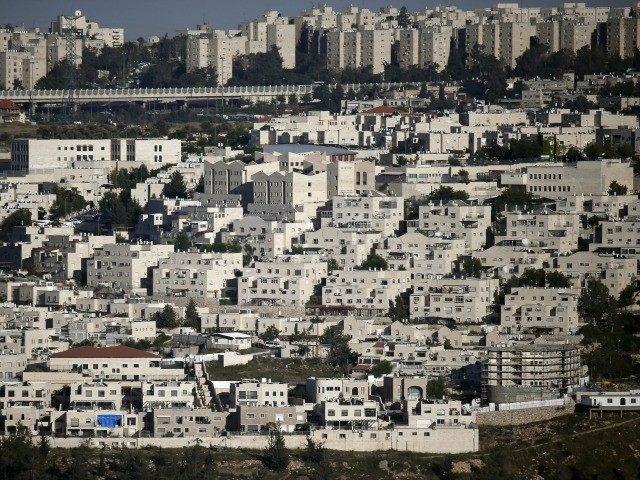 """""""هآرتس"""" حكومة الإحتلال الإسرائيلية تمول جمعية استيطانية تنشط في إخلاء الفلسطينيين وهدم منازلهم"""