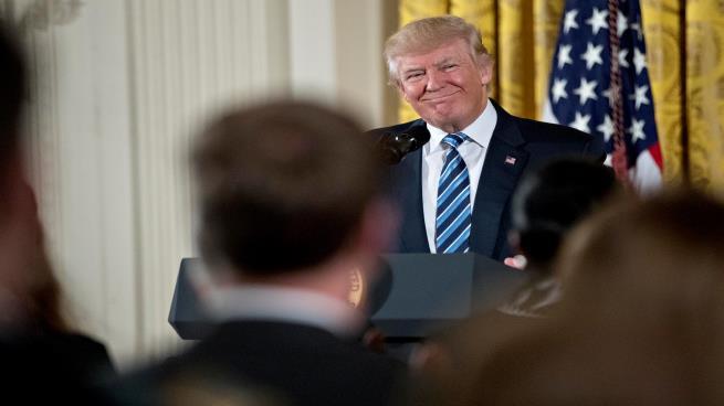 موقع أمريكي يتساءل: ما سر صمت ترامب إزاء المواجهة الإيرانية الإسرائيلية في سوريا؟