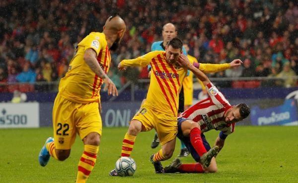ميسي يقهر أتلتيكو مدريد ويحفظ لبرشلونة صدارة الليجا