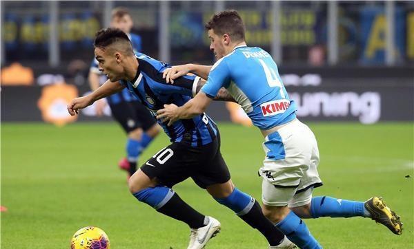 نابولي يقهر إنتر ويضع قدما بنهائي كأس إيطاليا