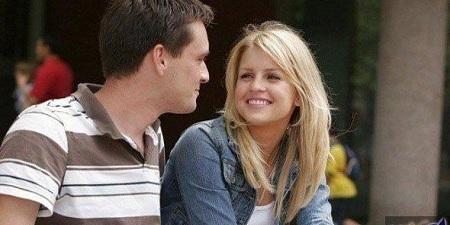 الابتسامة سر النكهة الخاصة في العلاقة الحميمة