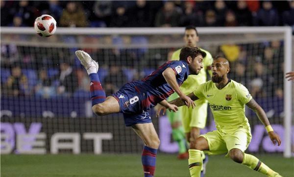 برشلونة يسقط في قبضة ليفانتي