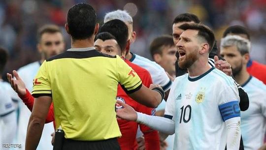 حكم مواجهة الأرجنتين والبرازيل يرد على ميسي