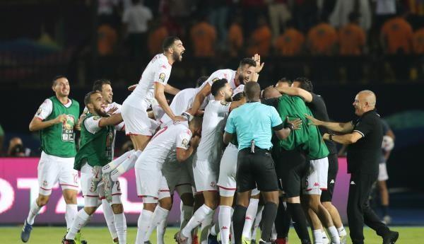 فرحة عربية بتأهل تونس والجزائر لنصف نهائي الكان