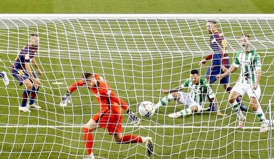 برشلونة يستعيد نغمة الانتصارات بخماسية ضد بيتيس