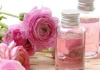 اعتمديه في روتينك اليومي ..فوائد جمالية وطبية لزيت الورد
