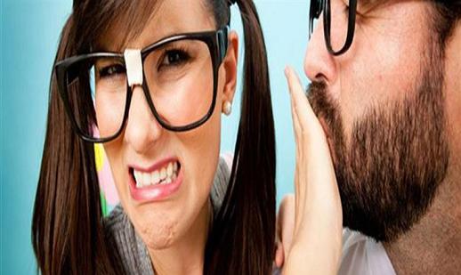للمدخنين..5 طرق للتخلص من رائحة الفم الكريهة أثناء العلاقة الحميمة