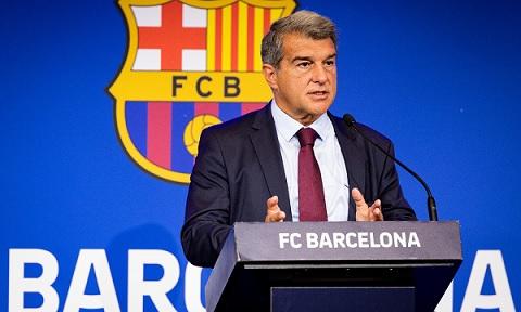 برشلونة يعلن عن خسائر فلكية.. ويناقش مصير كومان