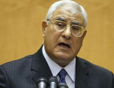 عدلي منصور يدعو مؤسسات الدولة إلى العمل الجاد ونبذ الخلافات