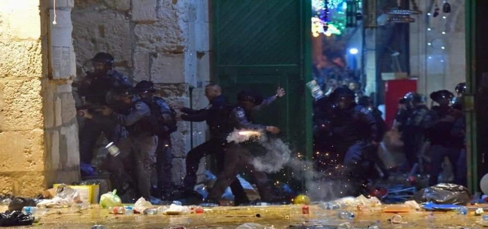 لجنة فلسطين النيابية تدين اقتحام المسجد الأقصى والاعتداء على المصلين