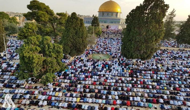 100 ألف مصل يؤدون صلاة العيد وصلاة الغائب على أرواح الشهداء في المسجد الأقصى