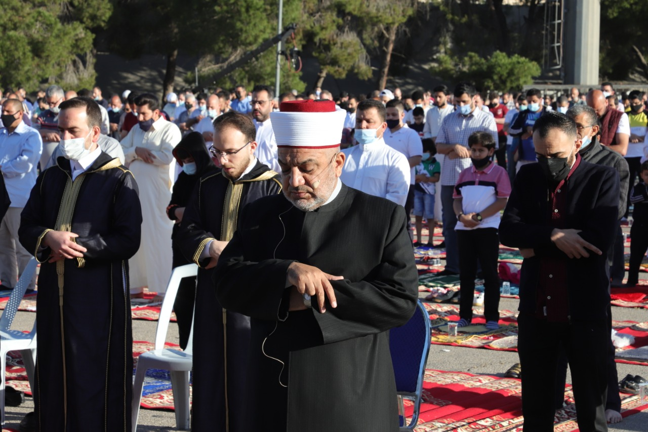 وزير الأوقاف يؤكد في خطبة وصلاة العيد وقوف الاردن ودفاعه عن القدس
