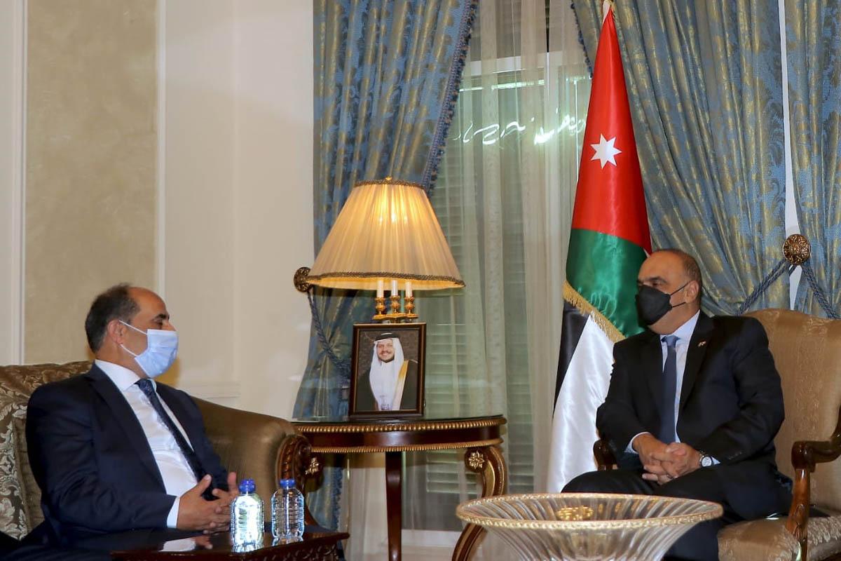 رئيس الوزراء يستقبل وزير الزراعة الفلسطيني
