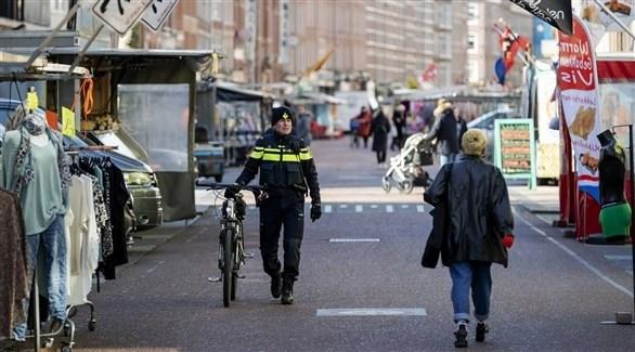 هولندا ترجئ خططاً لمزيد من التخفيف لقيود كورونا