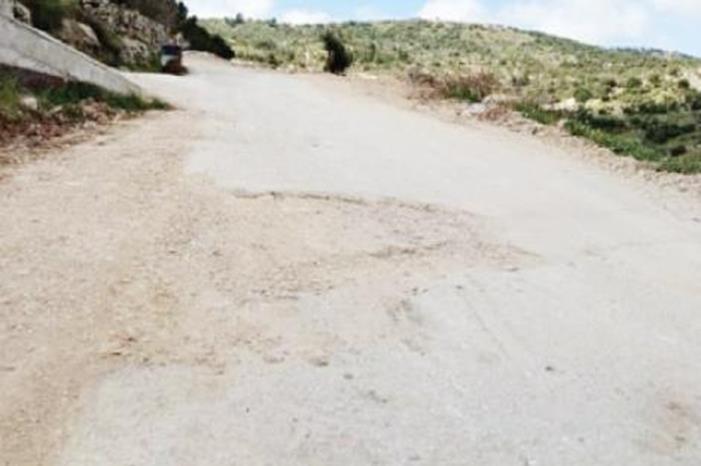 شارع ترابي يلحق الضرر بالمركبات في عمان