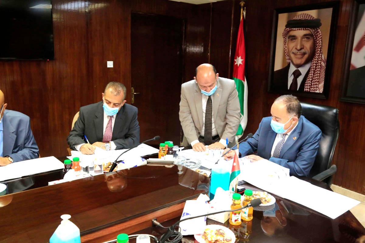 وزير المياه يوقع اتفاقيات تأهيل شبكات مياه اربد بقيمة 23,5 مليون يورو