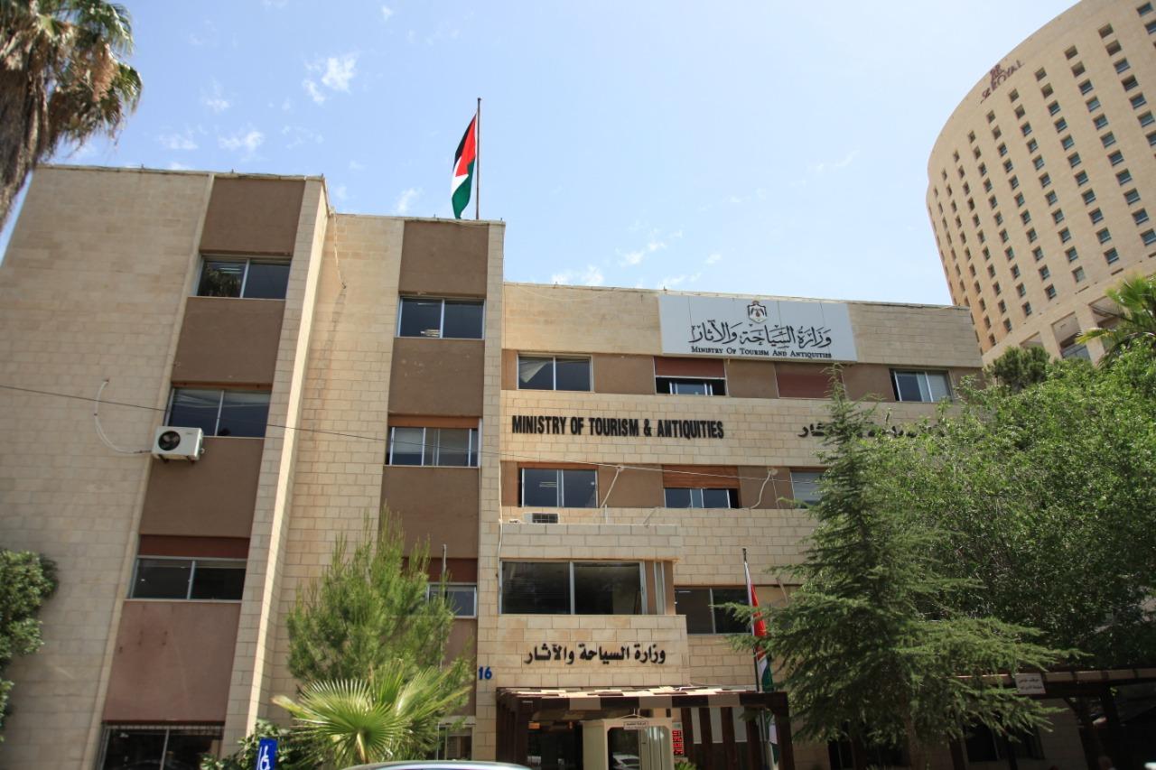 وزارة السياحة : الاستمرار باستقبال مجموعات سياحة العبور ضمن شروط