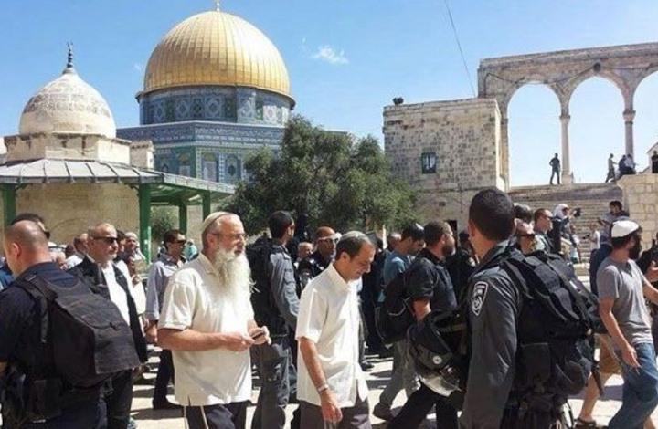 عشرات المستوطنين المتطرفين يقتحمون المسجد الأقصى بحراسة شرطة الاحتلال