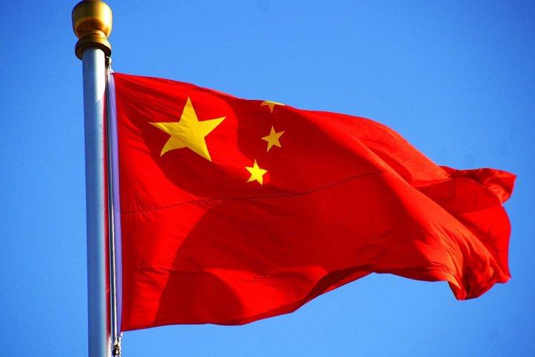 الصين تعلق إصدار تصاريح السفر بسبب كورونا