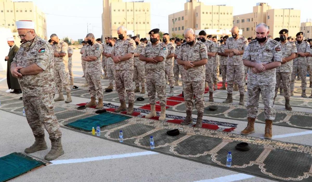 رئيس هيئة الأركان يشارك مرتبات المنطقة العسكرية الوسطى خطبة وصلاة العيد