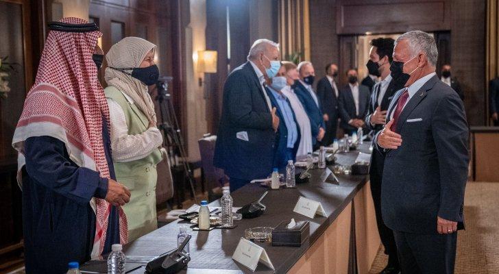 جلالة الملك يلتقي ممثلين عن أبناء المخيمات في الأردن