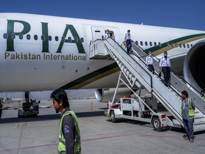 للمرة الأولى منذ 10 سنوات.. طائرة للخطوط الجوية الباكستان تهبط في مطار دمشق