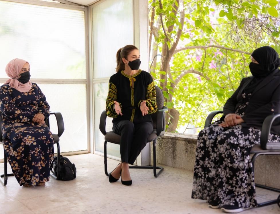 جلالة الملكة رانيا تلتقي عدداً من أصحاب المشاريع المدرة للدخل
