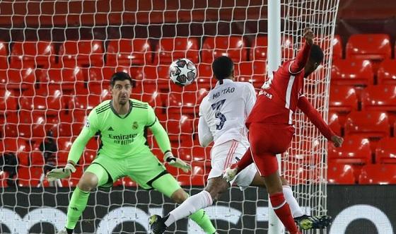 ريال مدريد يُجبر ليفربول على التعادل والوداع الأوروبي