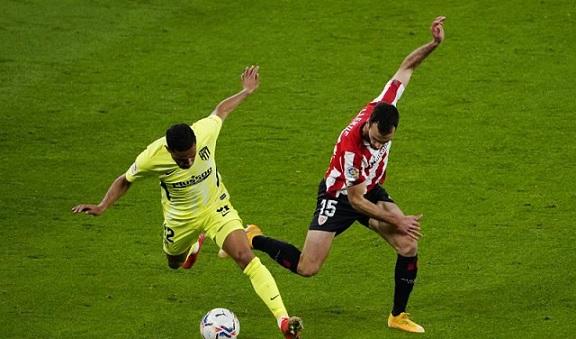 بيلباو يهزم أتلتيكو ويمنح برشلونة فرصة صدارة الليجا